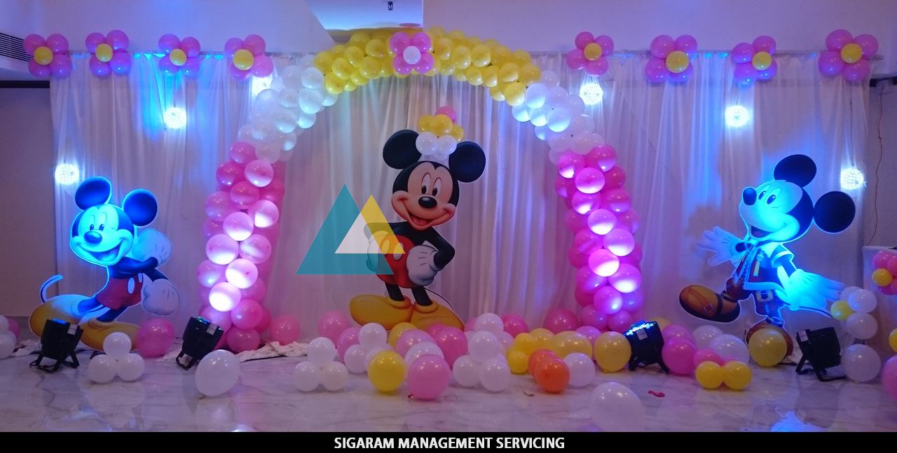 Mickey mouse themed birthday decoration le royal park for 1 birthday decoration ideas
