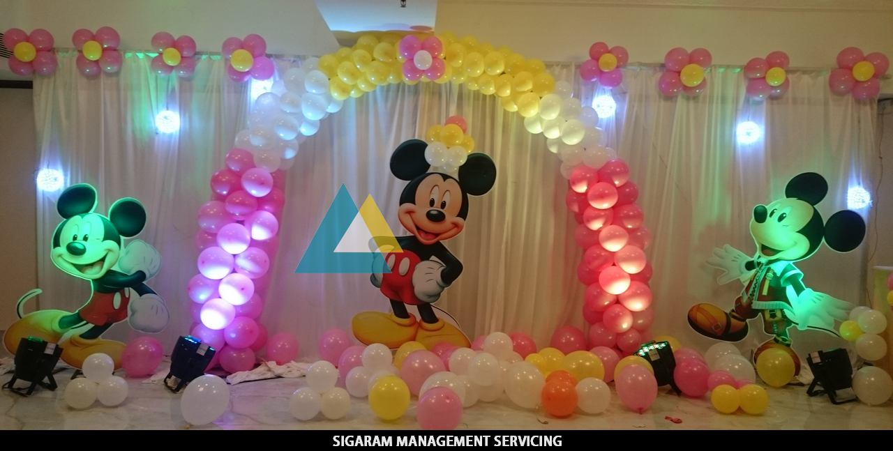 Mickey mouse themed birthday decoration le royal park for Birthday home decorations