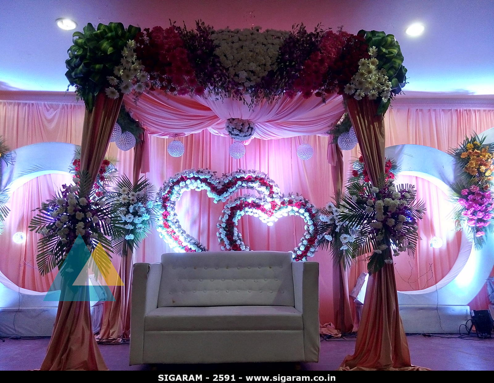 Wedding reception decoration at subalakshmi thirumana for Hall decoration pictures