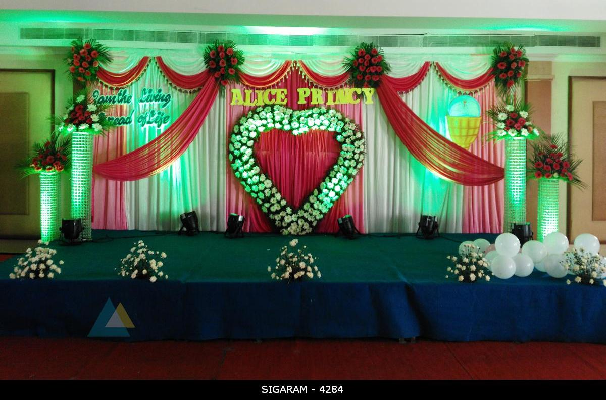 Wedding reception decoration done at mass hotel for Hall decoration images