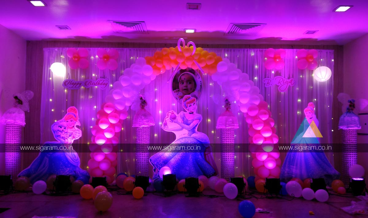 Cinderella Themed Birthday Party Decoration Hotel Green Theme As The Princess