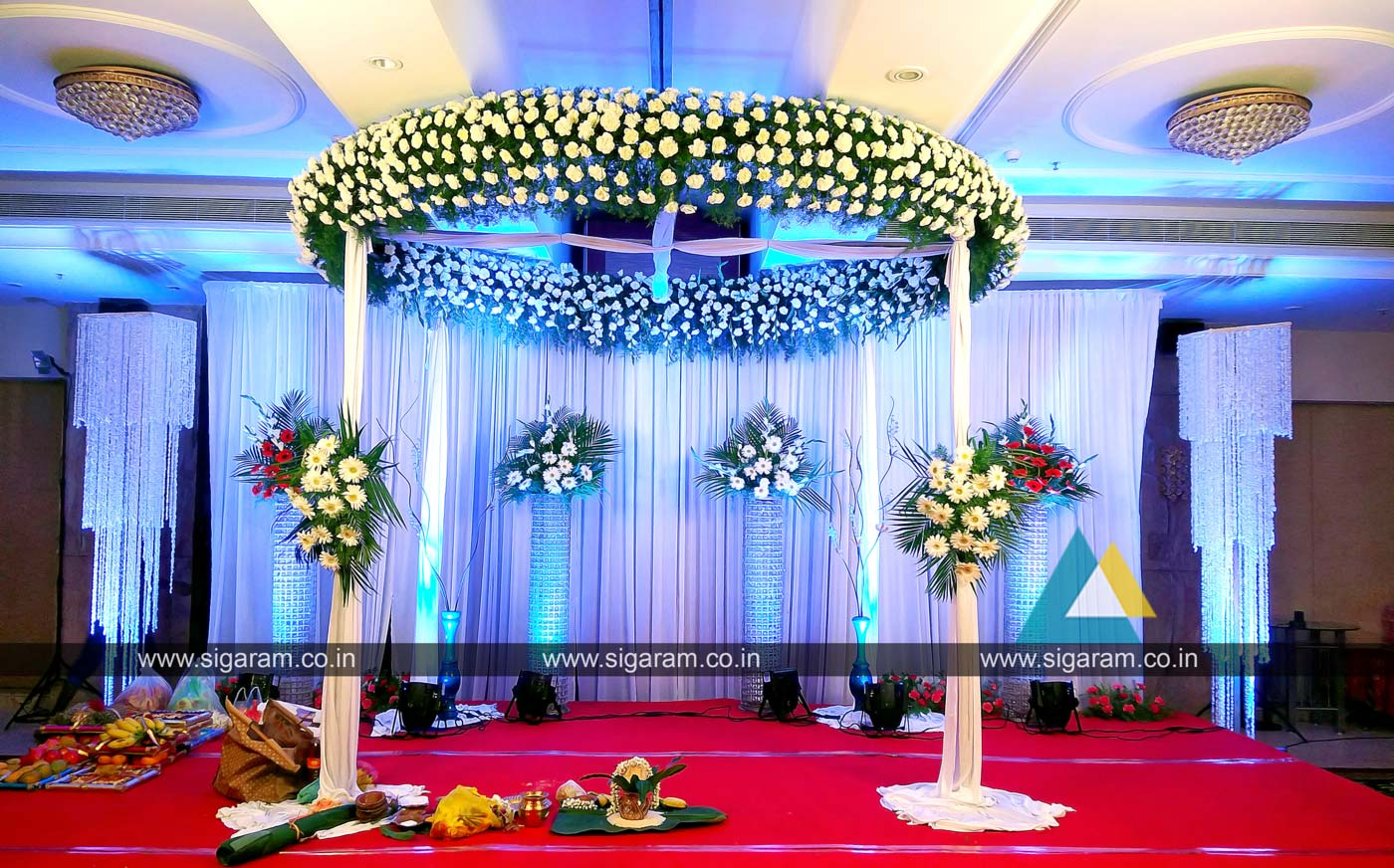 reception and wedding stage decoration at accord hotel puducherry sigaram wedding decorators. Black Bedroom Furniture Sets. Home Design Ideas