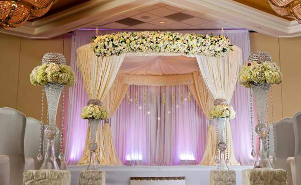 Wedding reception decorators in pondicherry chennai for Hotel wedding decor