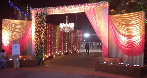Indian wedding entrance decoration gallery wedding decoration ideas wedding reception decorators in pondicherry chennai tamilnadu entrance decorations therapyboxfo junglespirit Image collections